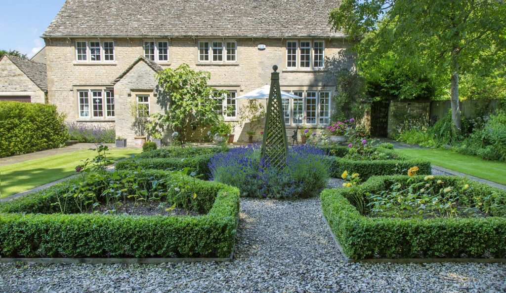 Front garden transformation in burford oxfordshire for Oxford garden designs