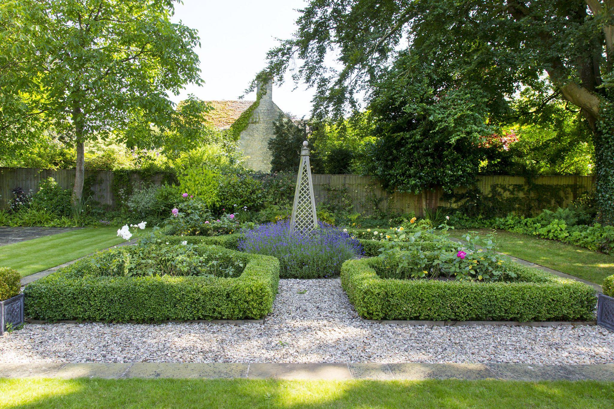 Front Garden Design Burford, Oxfordshire - Oxford Garden ...