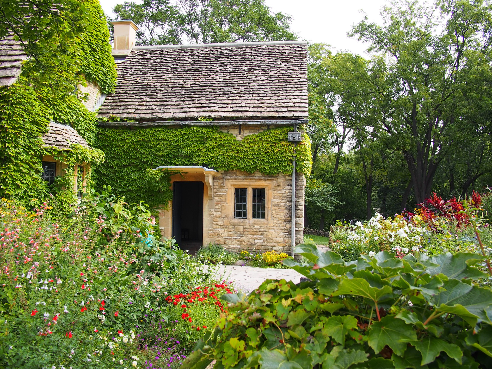 cotswolds house and garden